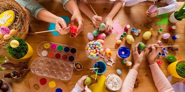 Pääsiäinen vain oman perheen kesken - Pääsiäisen perinteet ilahduttavat poikkeusaikanakin