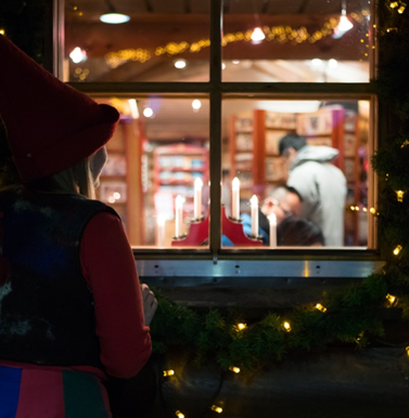 Mail elf Luke spies on children